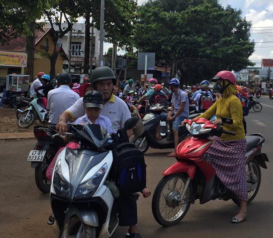 Tình trạng vi phạm Luật Giao thông đường bộ vẫn còn diễn ra khá phổ biến ở huyện Cư M'gar