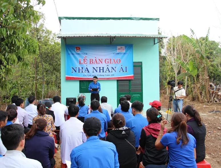 """Bàn giao công trình thanh niên """"Nhà nhân ái"""" cho hộ nghèo tại huyện Cư M'gar"""