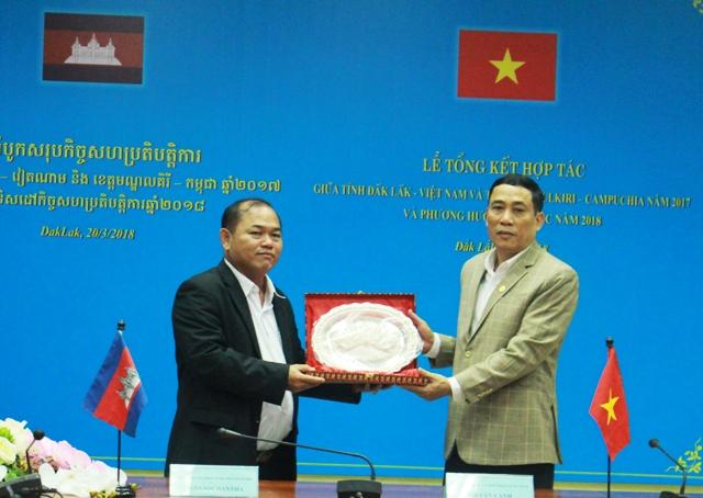Tỉnh Đắk Lắk và Mondulkiri ký kết Bản ghi nhớ hợp tác năm 2018
