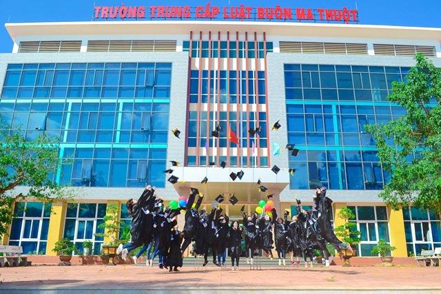 Trường Trung cấp Luật Buôn Ma Thuột ra quân tuyển sinh năm 2018