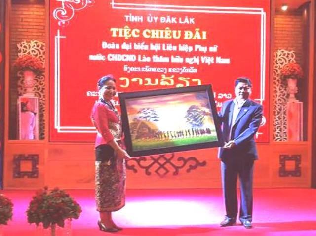 Hội Liên hiệp Phụ nữ Cộng hòa Dân chủ Nhân dân Lào thăm và làm việc tại tỉnh