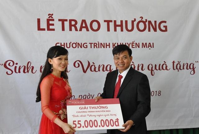 """Agribank chi nhánh huyện Cư Kuin- Đắk Lắk: Tổ chức lễ trao thưởng cho khách hàng trúng thưởng trong chương trình khuyến mại """"Sinh nhật vàng – ngàn quà tặng""""."""