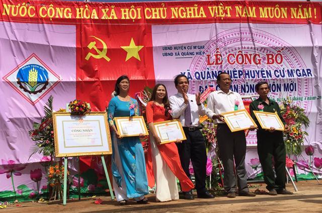 Xã Quảng Hiệp tổ chức lễ đón nhận Cờ thi đua và Bằng công nhận xã đạt chuẩn nông thôn mới năm 2017