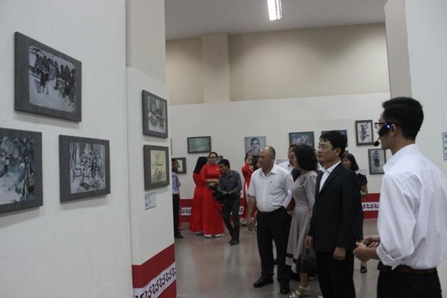 """Triển lãm """"Ký họa kháng chiến"""" tại Bảo tàng tỉnh Đắk Lắk"""