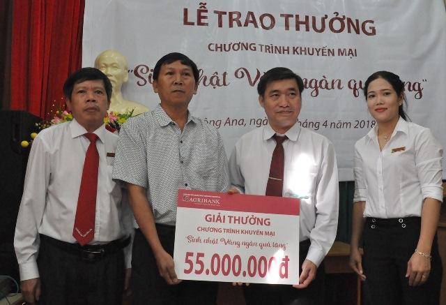 """Agribank Chi nhánh KrôngAna, Đắk Lắk: Tổ chức trao thưởng cho khách hàng trong chương trình khuyến mại """"Sinh nhật vàng – Ngàn quà tặng"""""""