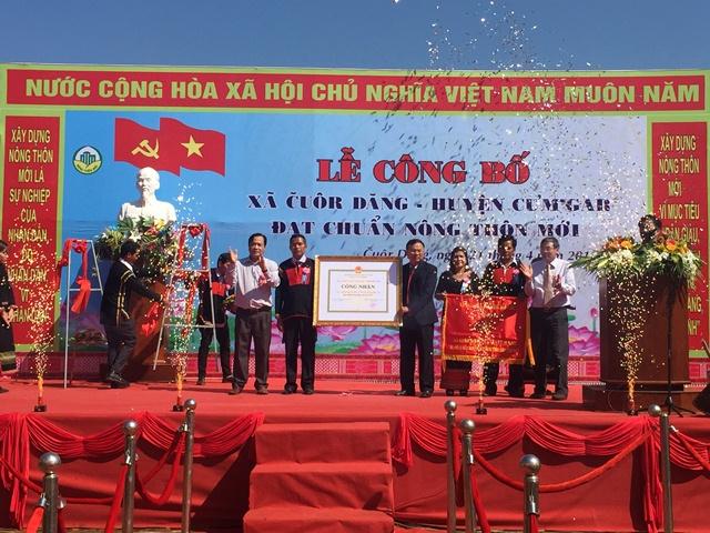Xã Cuôr Đăng tổ chức lễ đón nhận Bằng công nhận xã đạt chuẩn nông thôn mới và Cờ thi đua của tỉnh Đắk Lắk