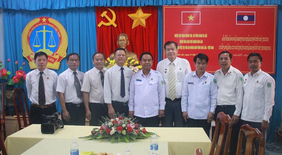Tòa án nhân dân tỉnh Đắk Lắk (Việt Nam) và Tòa án tỉnh Chăm Pa Sắc (Lào) tăng cường hợp tác về công tác xét xử