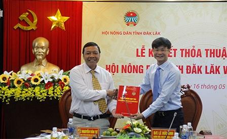 Ký kết thoả thuận hợp tác giữa Viettel Đắk Lắk và Hội Nông dân tỉnh