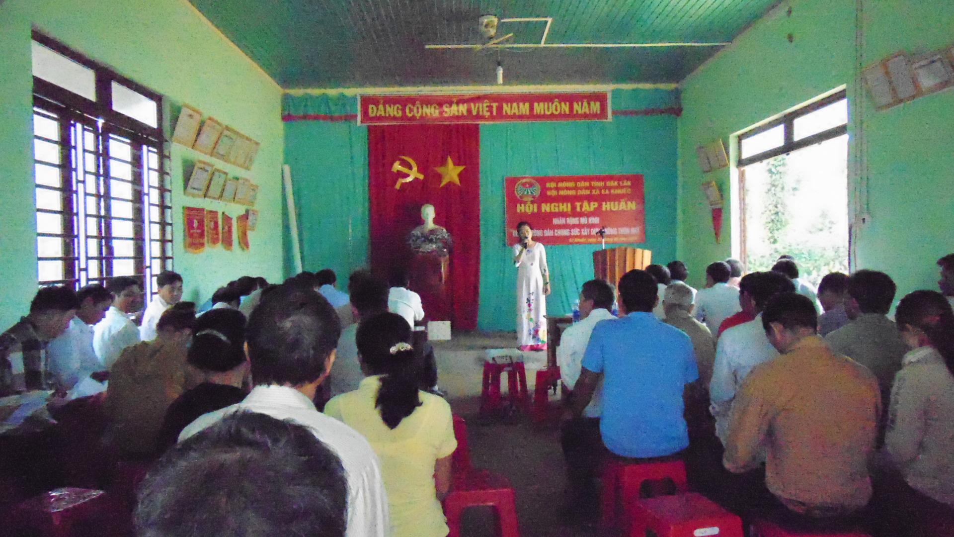 Tập huấn nhân rộng mô hình Chi hội nông dân chung sức xây dựng nông thôn mới