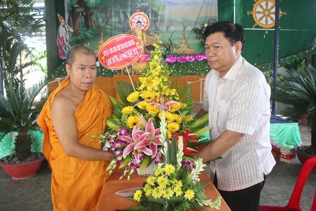 Lãnh đạo huyện Buôn Đôn thăm và tặng quà các cơ sở Phật giáo nhân Đại lễ Phật đản 2018 – Phật lịch 2562