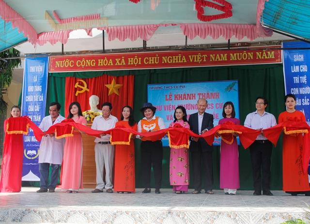 """Lễ khánh thành """"Thư viện mở hi vọng 15"""" tặng Trường THCS Cư Pui-huyện Krông Bông"""