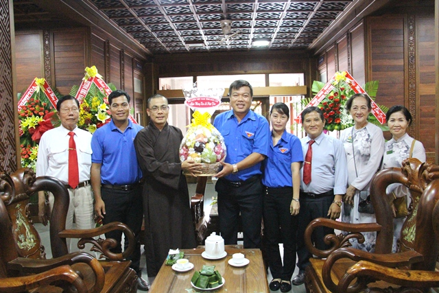 Hội Liên hiệp Thanh niên Việt Nam tỉnh Đắk Lắk đi thăm và chúc mừng các cơ sở Phật giáo nhân Đại lễ Phật đản năm 2018