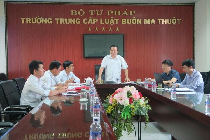 Đoàn công tác của Đảng ủy Bộ Tư pháp kiểm tra công tác Đảng tại Chi bộ cơ sở Trường Trung cấp Luật Buôn Ma Thuột