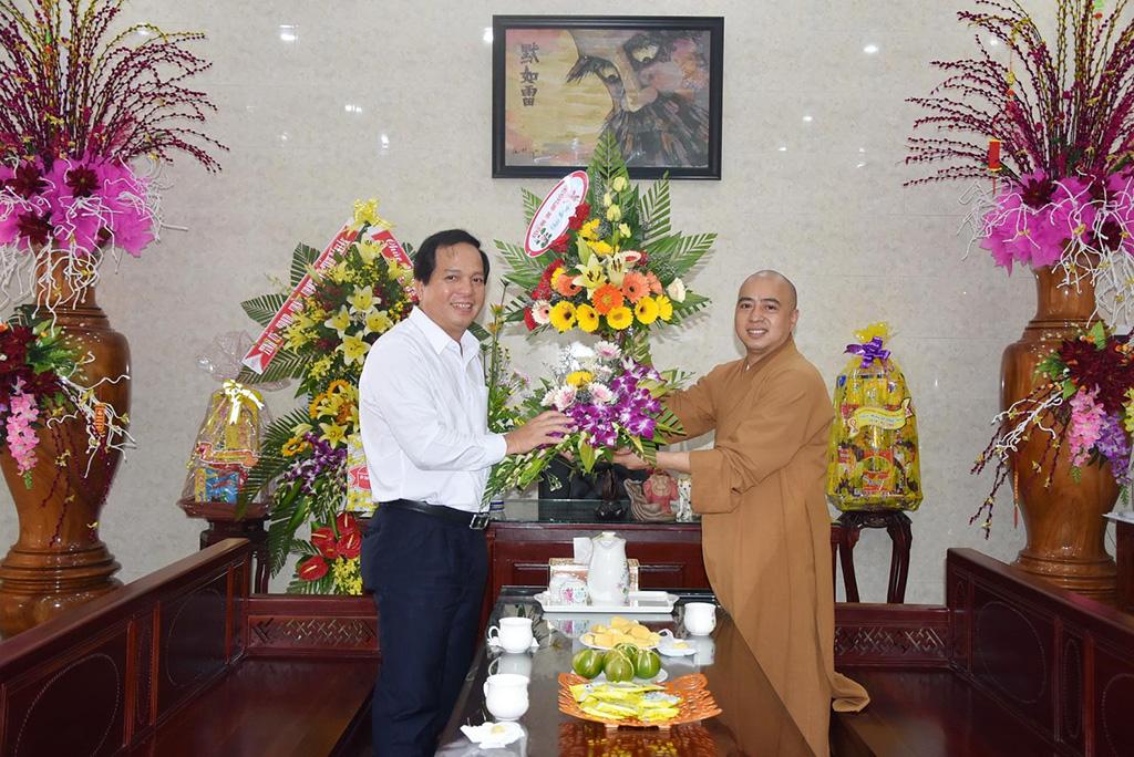 Lãnh đạo huyện Cư M'gar thăm tặng quà các cơ sở Phật giáo nhân đại lễ Phật đản năm 2018 – Phật lịch 2562