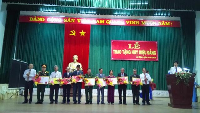 Đảng bộ huyện Cư M'gar tổ chức lễ trao tặng Huy hiệu Đảng cho đảng viên