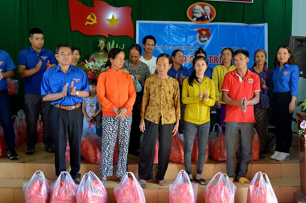Ngày thứ 7 tình nguyện tại huyện Ea Súp