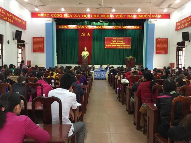 Các cấp Hội Phụ nữ huyện Cư M'gar tổ chức Đối thoại giữa người đứng đầu cấp ủy, chính quyền với cán bộ, hội viên, phụ nữ.