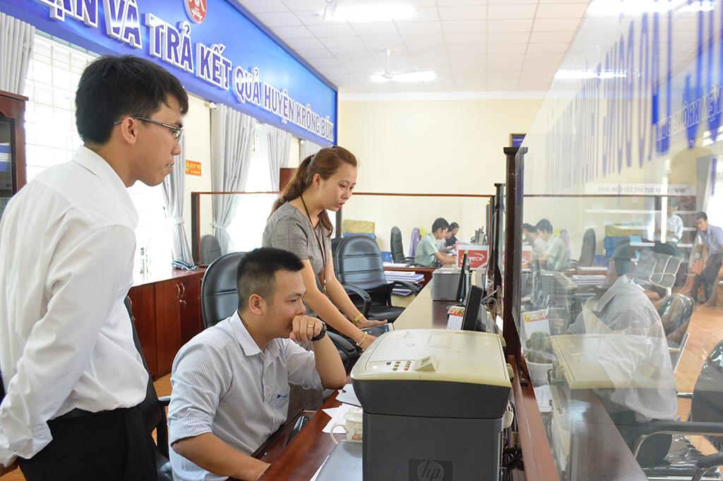Kiểm tra tình hình triển khai Hệ thống Dịch vụ hành chính công trực tuyến tích hợp Một cửa điện tử tại huyện Krông Búk
