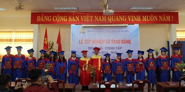 Trường Cao đẳng Công nghệ Tây Nguyên: Lễ tốt nghiệp và tư vấn, giới thiệu việc làm hệ Trung cấp nghề khóa 15