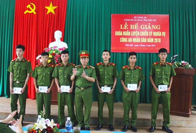 Cảnh sát PC và CC tỉnh Đắk Lắk tổ chức Lễ bế giảng khóa huấn luyện chiến sỹ nghĩa vụ CAND năm 2018
