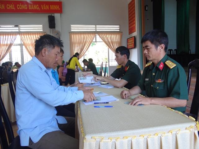 Ban Chỉ huy Quân sự huyện Cư M'gar giải quyết chế độ chính sách cho hơn 1.100 người có công