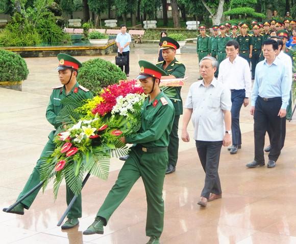 Đoàn công tác của Ban Bí thư do đồng chí Trần Quốc Vượng, Uỷ viên Bộ Chính trị, Thường trực Ban Bí thư làm việc tại Đắk Lắk