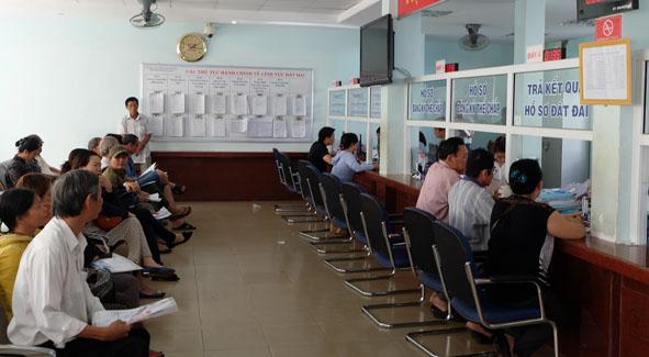 Khắc phục tình trạng chờ đợi của người dân về giải quyết thủ tục hành chính thuộc lĩnh vực đất đai tại UBND thành phố Buôn Ma Thuột.