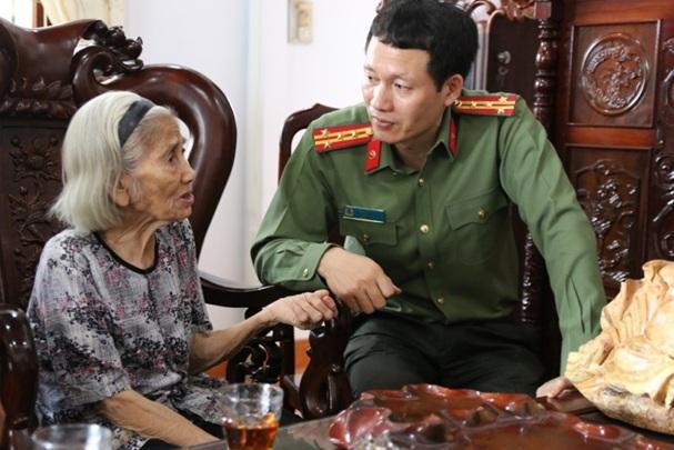 Công an tỉnh thăm, tặng quà các Mẹ Việt Nam Anh hùng và gia đình chính sách
