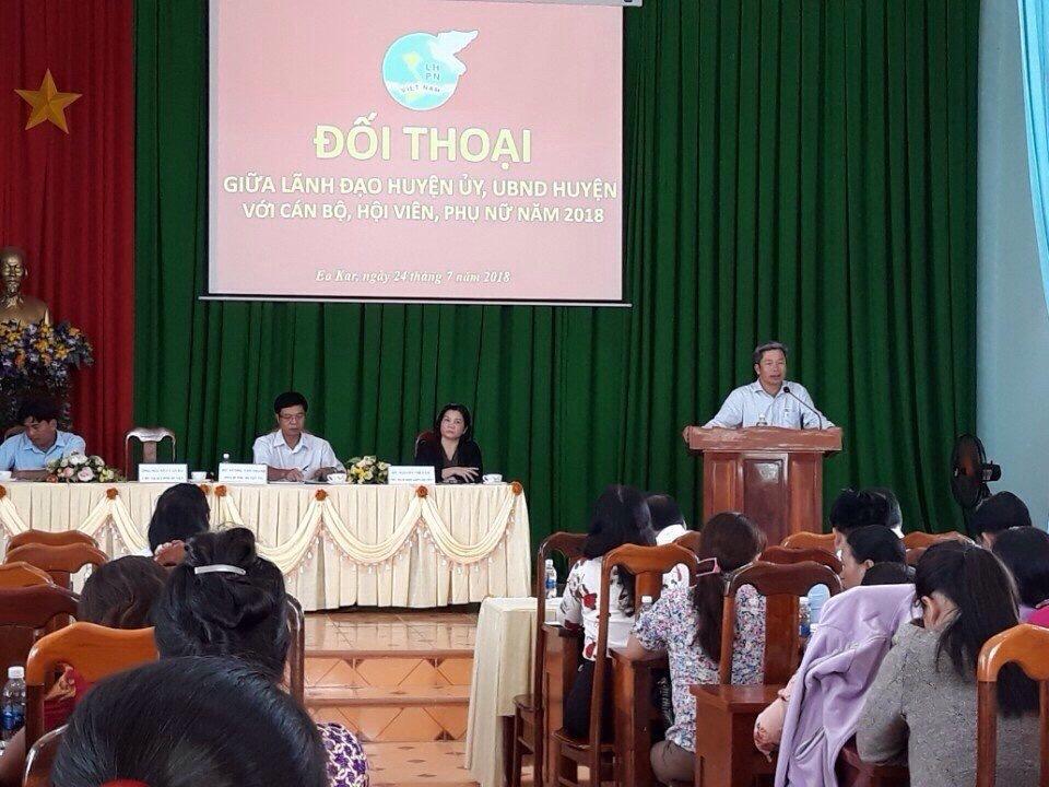Hội Liên hiệp Phụ nữ huyện Ea Kar tổ chức Đối thoại giữa lãnh đạo Huyện ủy, Ủy ban Nhân dân huyện với cán bộ, hội viên, phụ nữ.