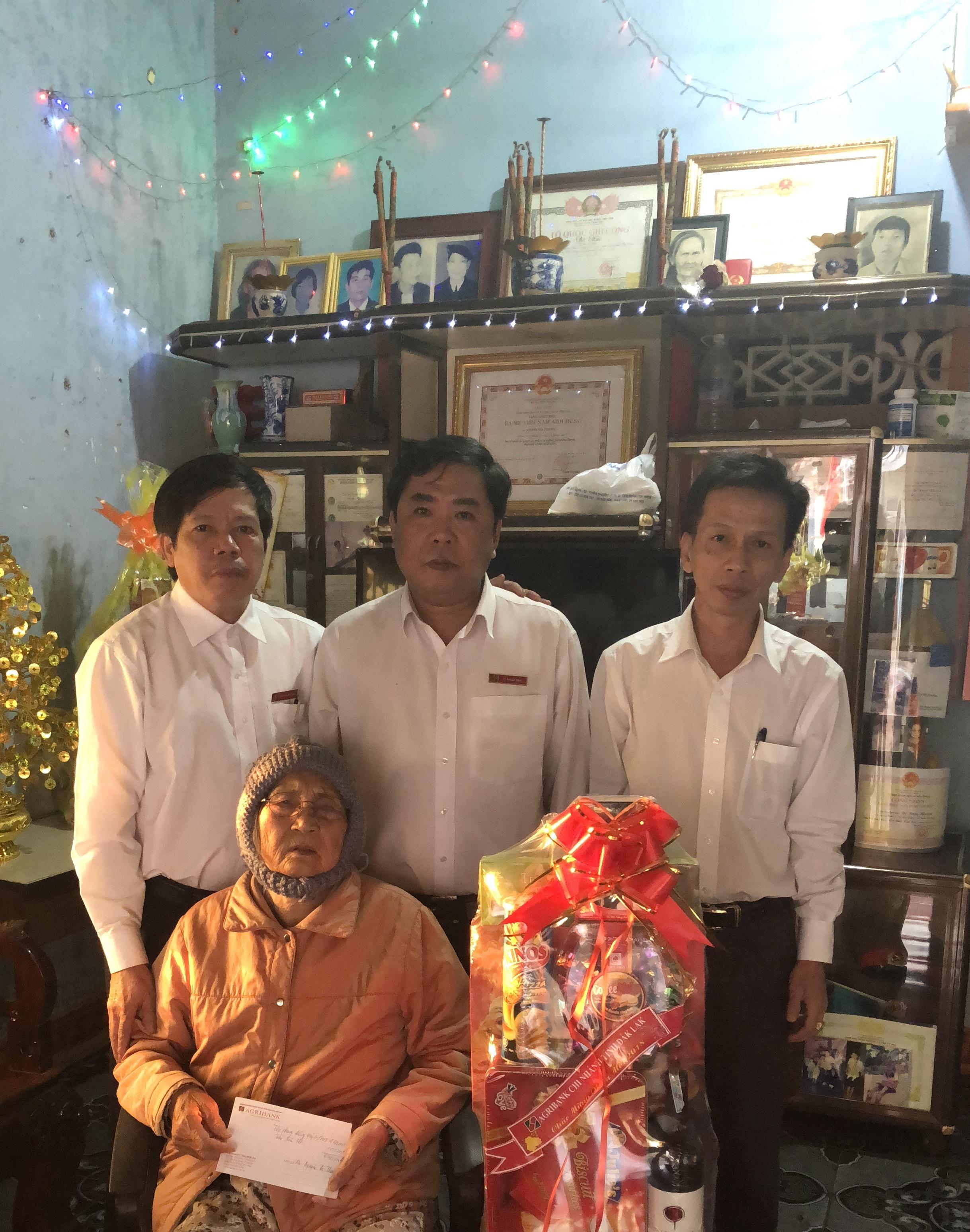 Agribank Đắk Lắk: Nhiều hoạt động đền ơn đáp nghĩa nhân kỷ niệm 71 năm ngày Thương binh liệt sỹ