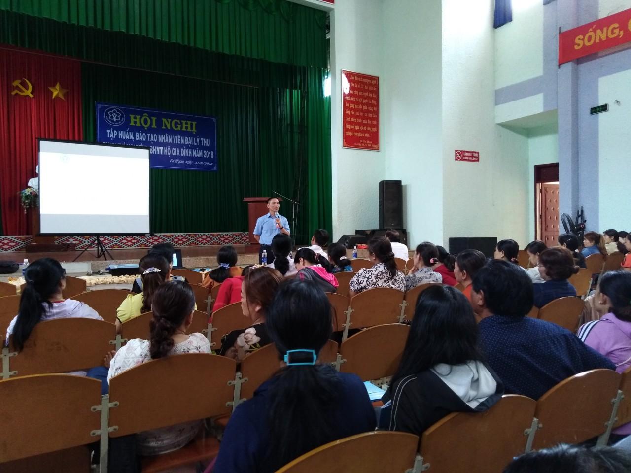 BHXH huyện Cư M'gar tổ chức Hội nghị tập huấn, đào tạo nhân viên đại lý thu BHXH tự nguyện, BHYT hộ gia đình