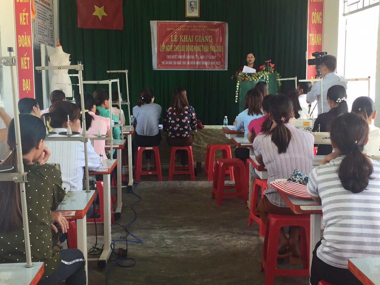 Hội liên hiệp Phụ nữ huyện M'Drắk tổ chức lớp dạy nghề cho lao động nữ nông thôn năm 2018