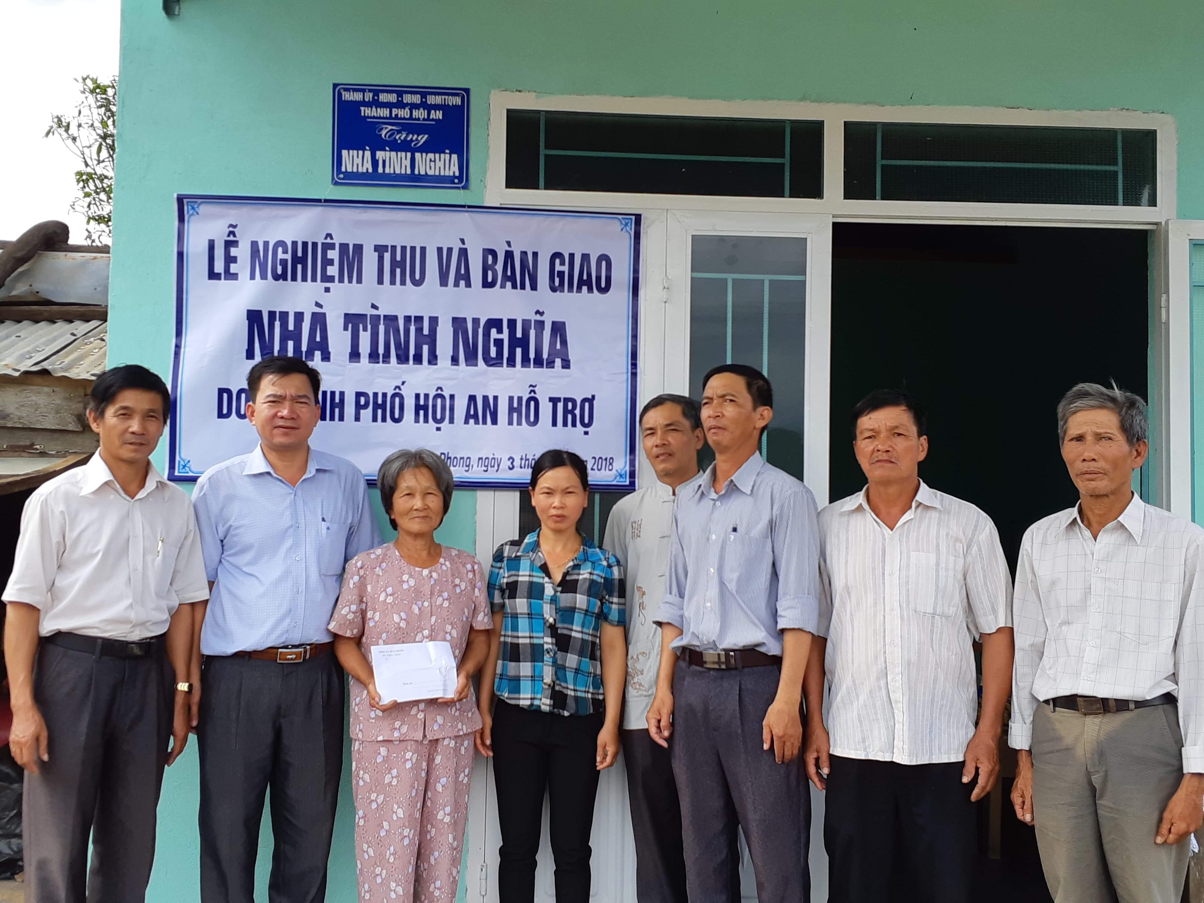 Lễ nghiệm thu và bàn giao nhà tình nghĩa tại xã Hòa Phong