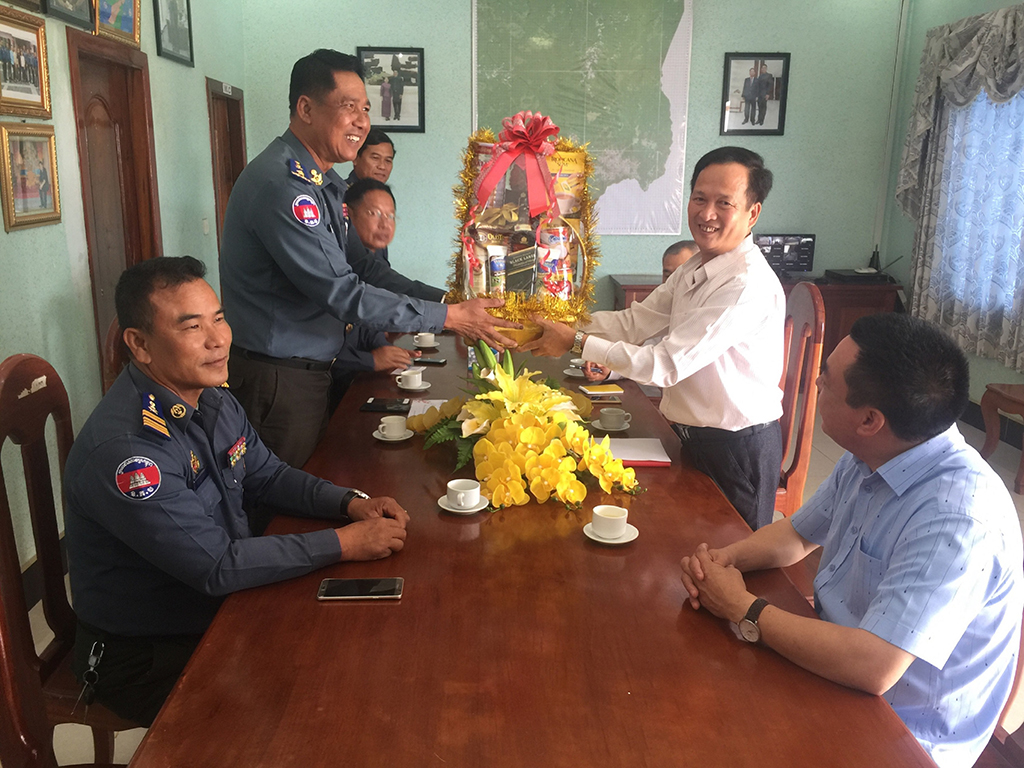 Bộ đội Biên phòng tỉnh Đắk Lắk thăm lực lượng vũ trang tỉnh Mondulkiri (Campuchia)