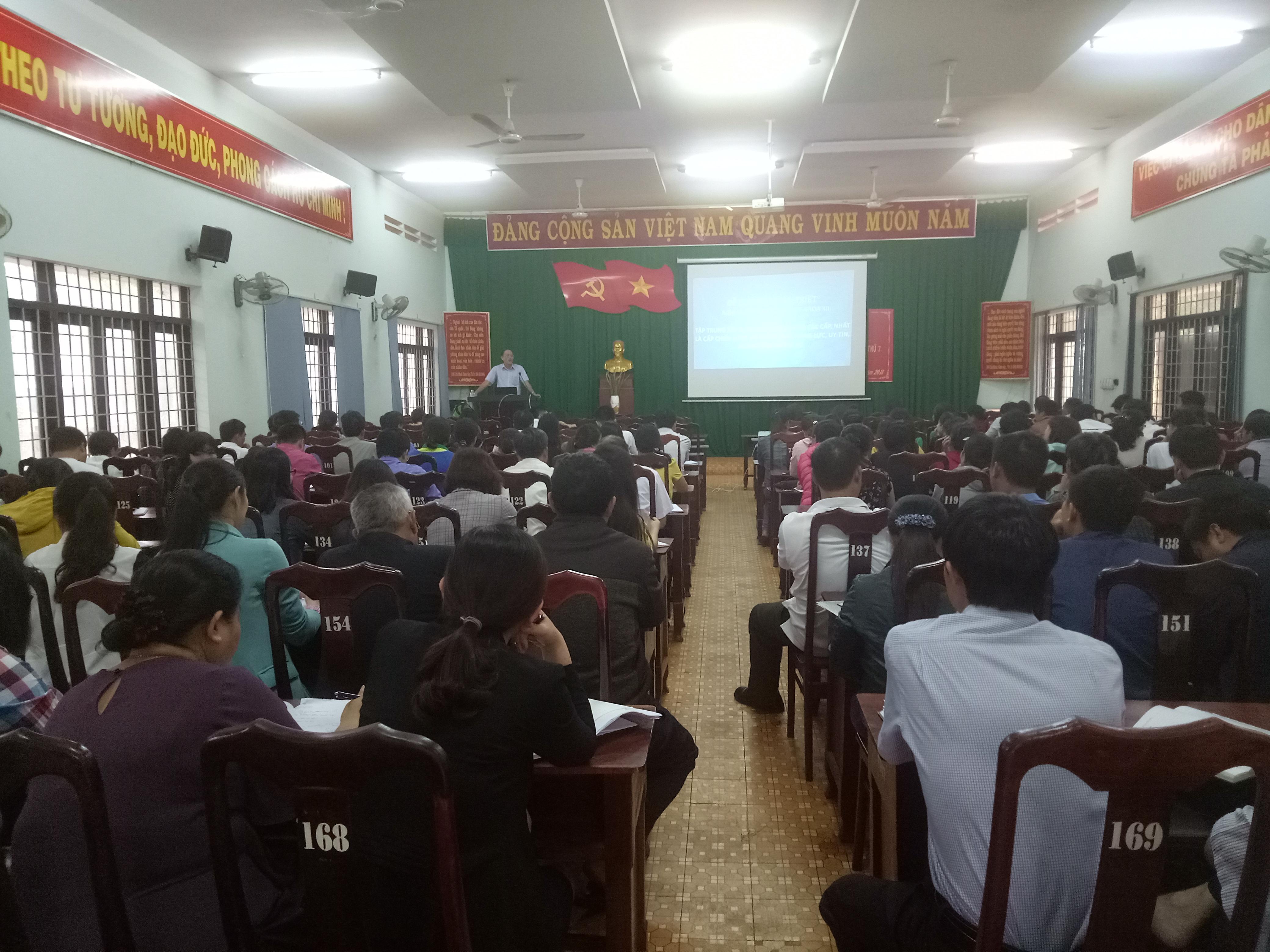 Huyện Cư M'gar tổ chức cho cán bộ, đảng viên, người lao động học tập Nghị quyết TW 7 khóa XII của Đảng