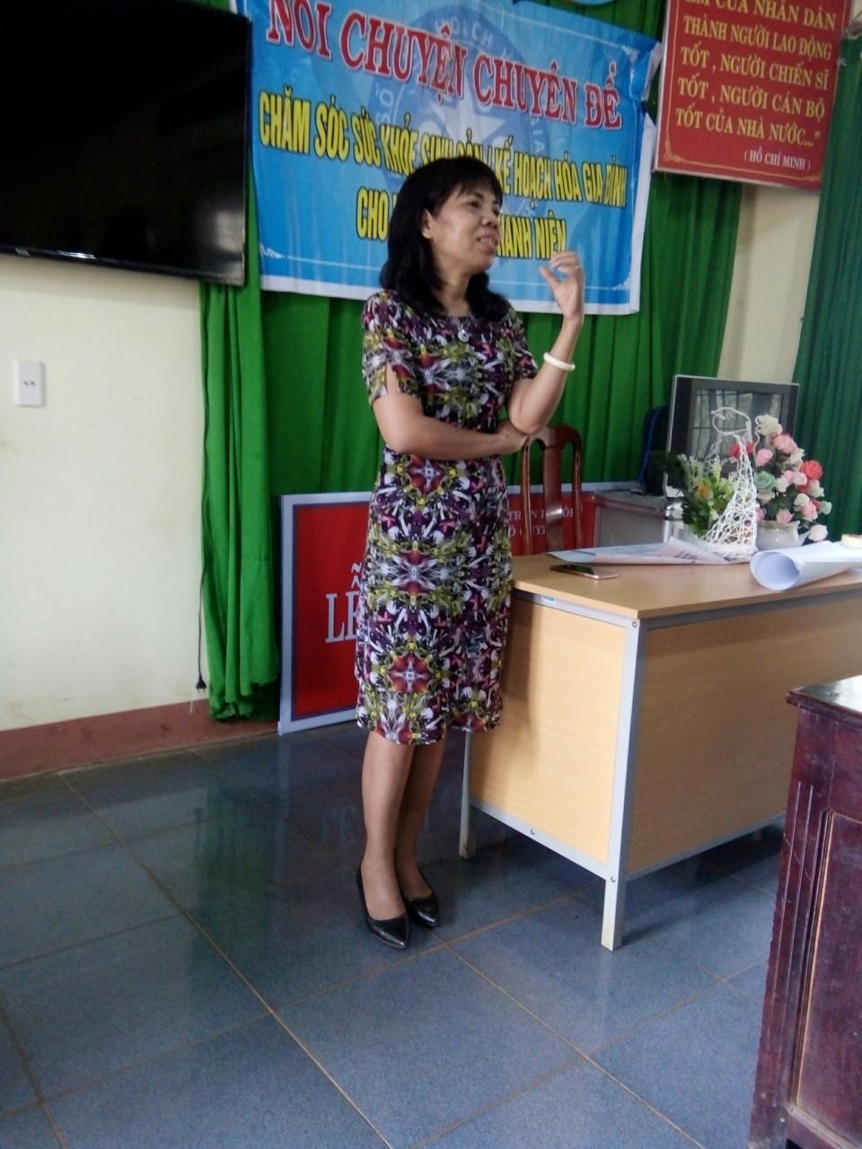 Nói chuyện chuyên đề chăm sóc sức khoẻ sinh sản cho phụ nữ và trẻ vị thành niên tại xã Ea Pốk, huyện Cư M'gar