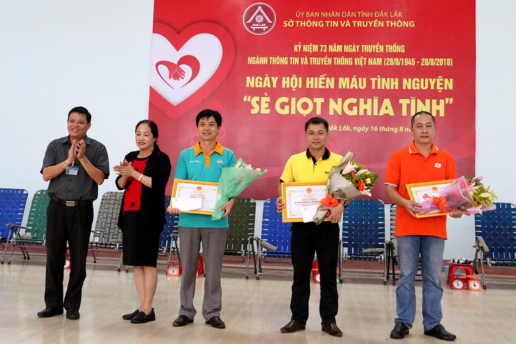Hơn 300 đơn vị máu thu được từ Ngày hội hiến máu tình nguyện ngành Thông tin và Truyền thông