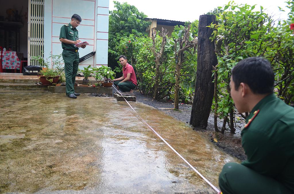 Khảo sát, xây dựng công trình mái che sân nhà cho mẹ Việt Nam anh hùng tại xã Ia Rvê