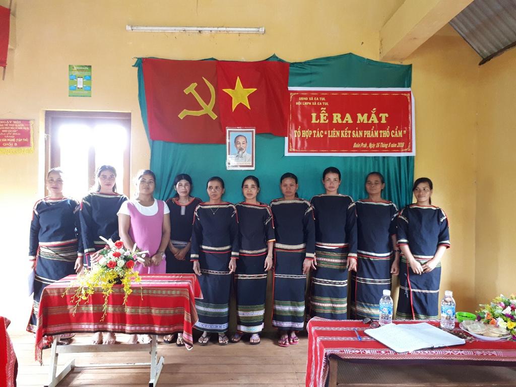 """Hội Liên hiệp Phụ nữ huyện Cư M'gar  ra mắt """"Tổ Hợp tác liên kết sản phẩm thổ cẩm"""""""