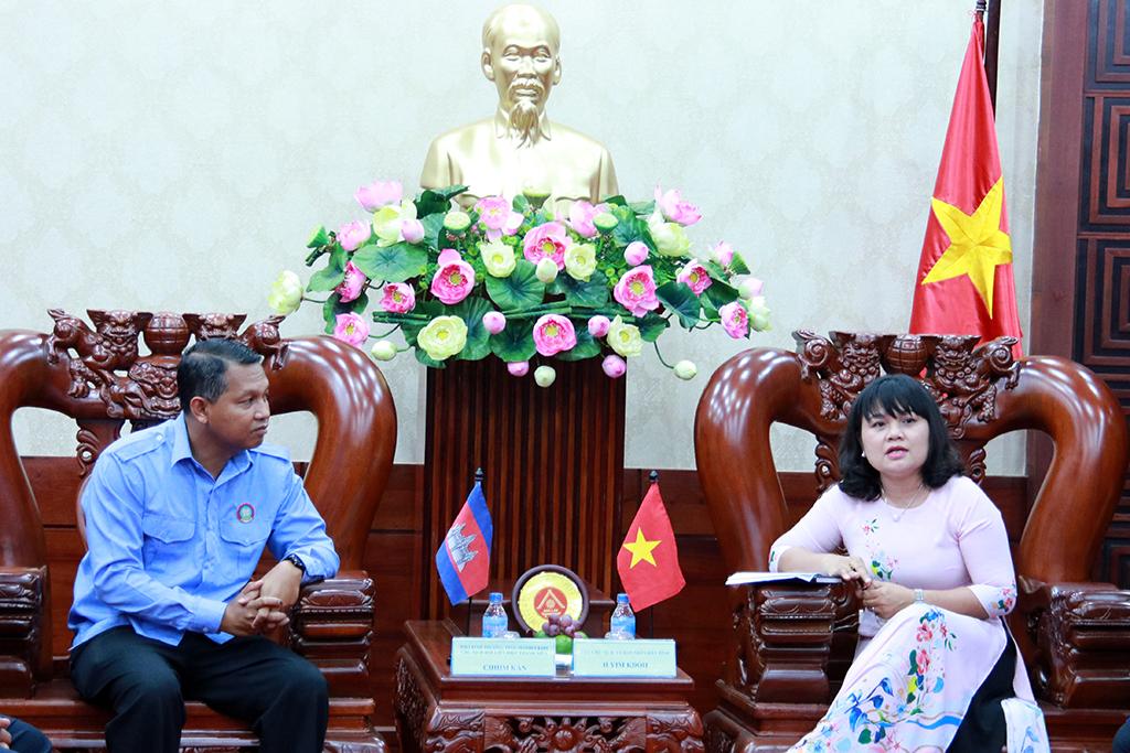Đoàn đại biểu Hội Liên hiệp Thanh niên tỉnh Mondulkiri chào xã giao UBND tỉnh