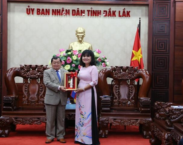Tổng lãnh sự Cộng hòa dân chủ nhân dân Lào chào xã giao UBND tỉnh Đắk Lắk