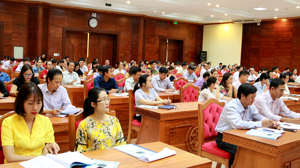 Hơn 100 cán bộ văn phòng tham dự tập huấn kỹ năng ứng xử và văn hóa công sở