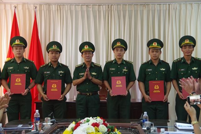 8 Sĩ quan hoàn thành nhiệm vụ tăng cường