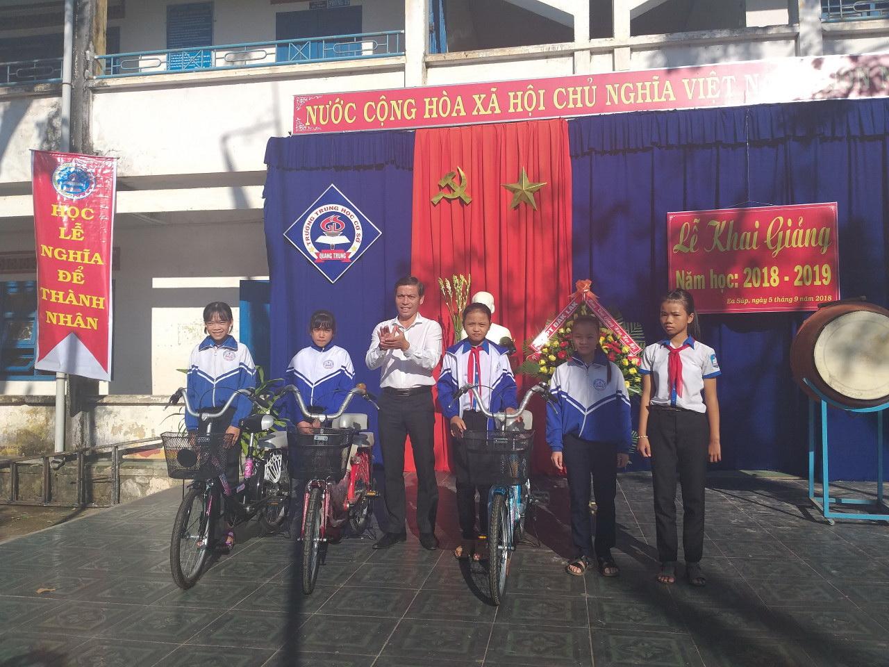 Công ty Bất động sản và Xây dựng Thành Đồng đồng hành cùng học sinh đến trường năm học mới