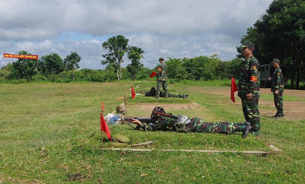 Bộ đội Biên phòng tỉnh Đắk Lắk tổ chức kiểm tra bắn đạn thật.