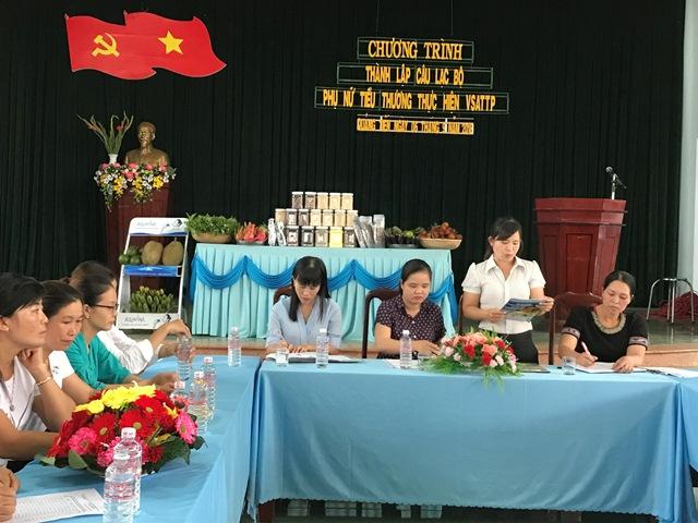 """Hội Liên hiệp Phụ nữ huyện Cư M'gar ra mắt Câu lạc bộ """"Phụ nữ tiểu thương thực hiện vệ sinh an toàn thực phẩm"""""""