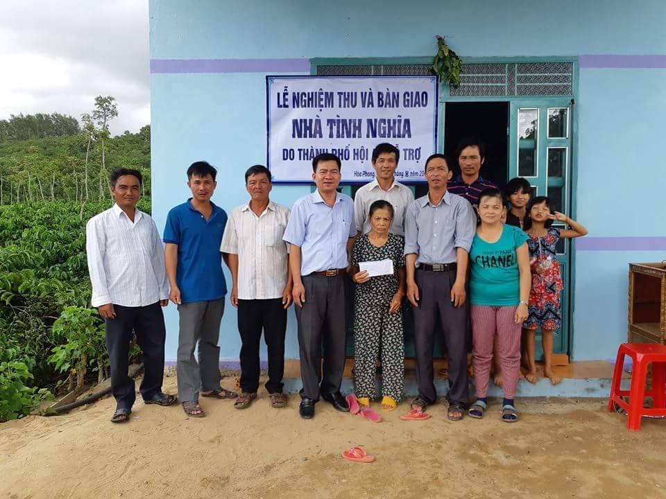 Trao tặng 10 nhà tình nghĩa cho hộ nghèo xã Hòa Phong, huyện Krông Bông