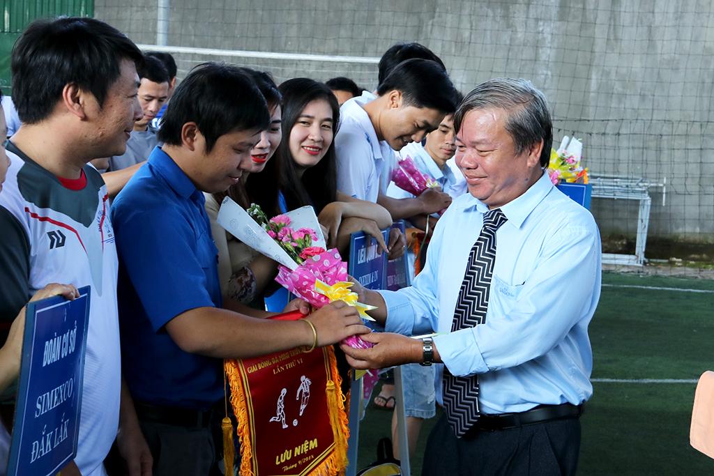 Khai mạc Giải bóng đá mini truyền thống Đoàn khối doanh nghiệp tỉnh lần thứ IV
