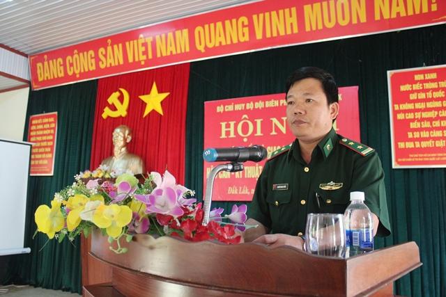 Trung tá Nguyễn Minh Tuyên, Phó Chỉ huy trưởng Bộ đội Biên phòng tỉnh phát biểu chỉ đạo tại Hội nghị tập huấn.