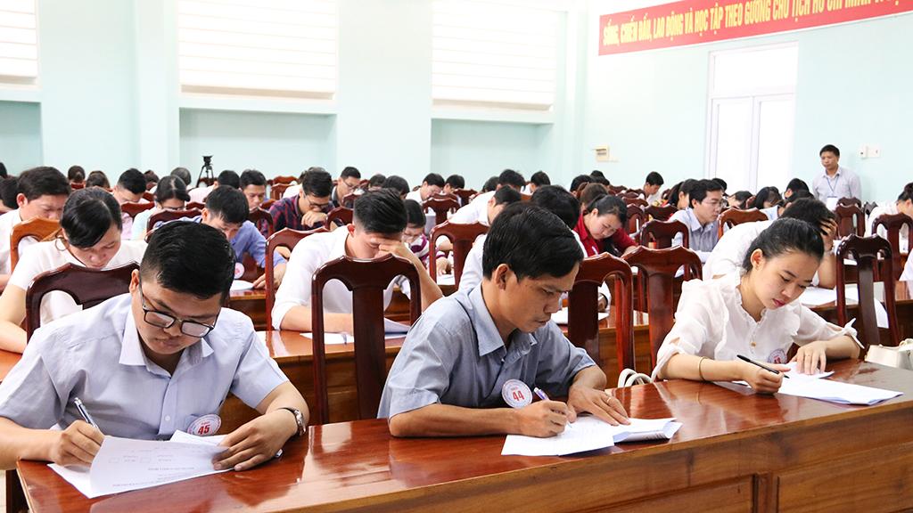 Các thí sinh tham gia nội dung thi cá nhân.
